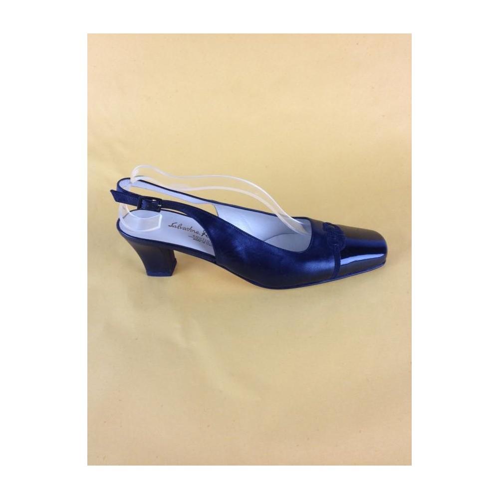 74125dbb88554 Sapato Salvatore Ferragamo - Ferragamo - Feminino - Sapatos - Com Salto