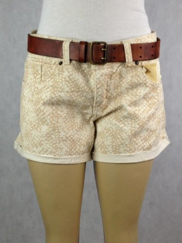 SHORTS ESTAMPA CREME